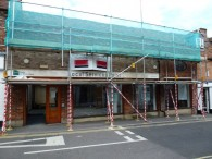 Photo shows the scaffold in Wantage with missing ties, bracing and vehicle impact protection