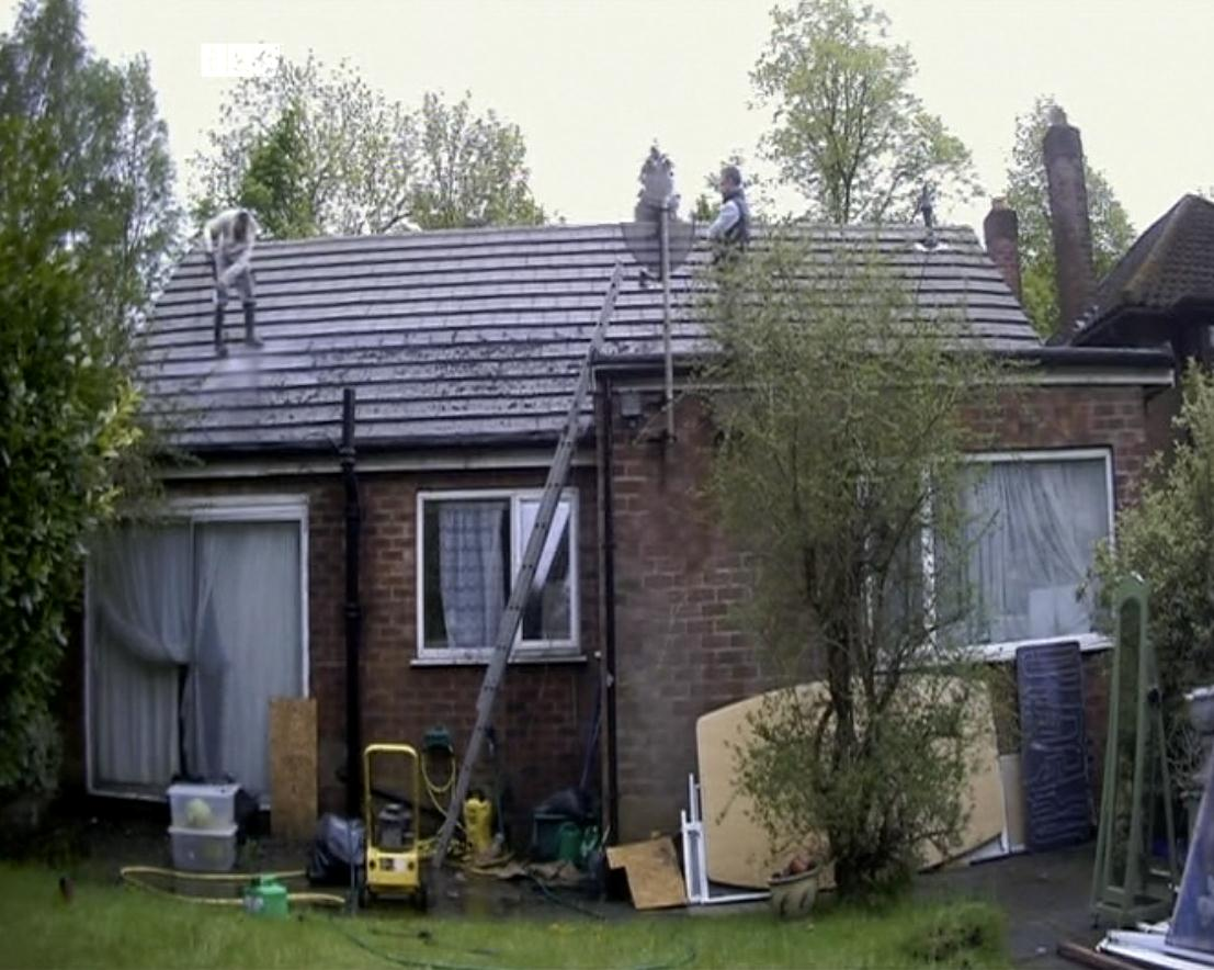 Photo shows unprotected work at height