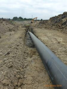 The image shows the pipe in the trench, which the workers were trying to manoeuvre when the incident occurred